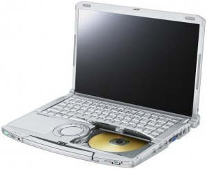 Panasonic toughbook cf f9 dvd ouvert 300x245 Un pc portable extra rsistant !