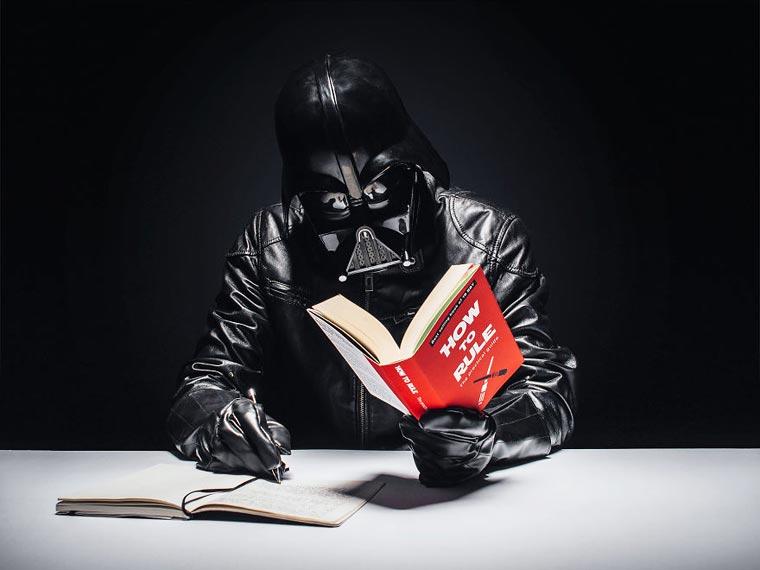 dark vador lit un livre 2